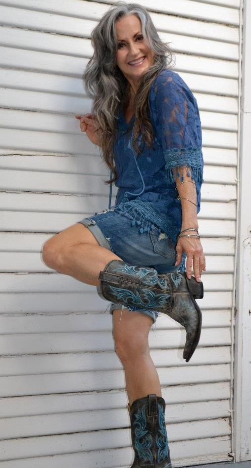 grey. Don't know her name, but she's cute as a button, and I'm lovin' her boots!: