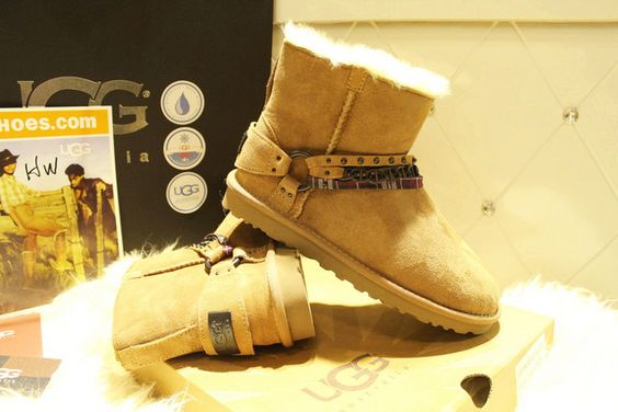 Snow boots outlet only $39 for Christmas gift,Press picture link get it immediately! not long time for cheapest .the special price will stop after 4 days.
