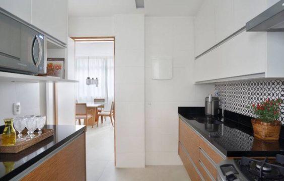 Cozinha branca e madeira