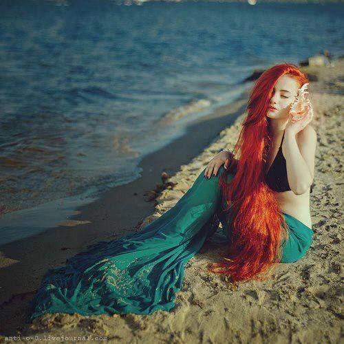 sereia linda e sem calda de lantejoulas :)