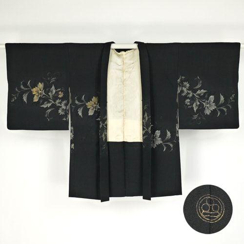 Black haori / 熨斗目にたっぷりと柄を織り上げたプチアンティークの羽織り    #Kimono #Japan http://global.rakuten.com/en/store/aiyama/