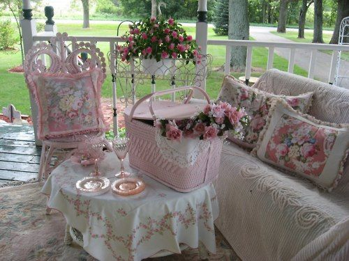 -: Pretty Porches, Shabby Chic, Pretty Pink, Pink Porch, Shabby Porch, Cottage Style, Front Porches, Picnic Baskets
