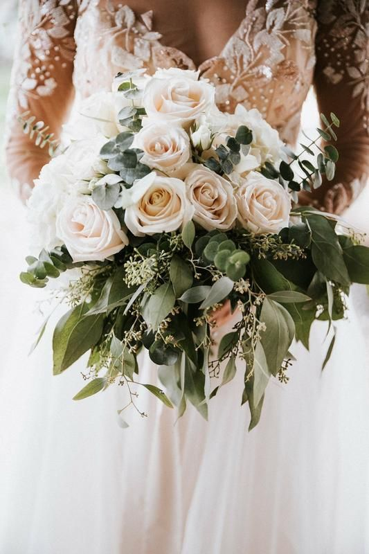 Roses White Choose 50 Or 125 Stems Sam S Club In 2020 Rose Wedding Bouquet White Roses Wedding White Rose Bouquet