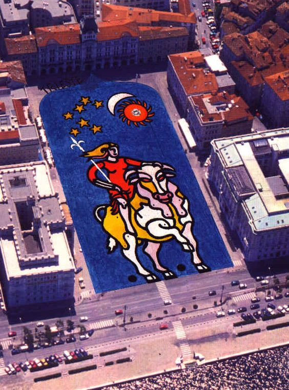 mq 10.368 e 4 tonnellate di colore  Trieste nel 2000 concorre per entrare nel Guiness dei primati con un mega graffito nella sua  bella piazza Unità. Il mega-graffito, che associa simbolicamente Trieste e l'Europa sottolinea la vocazione della città verso il mare e i rapporti con l'Oriente.