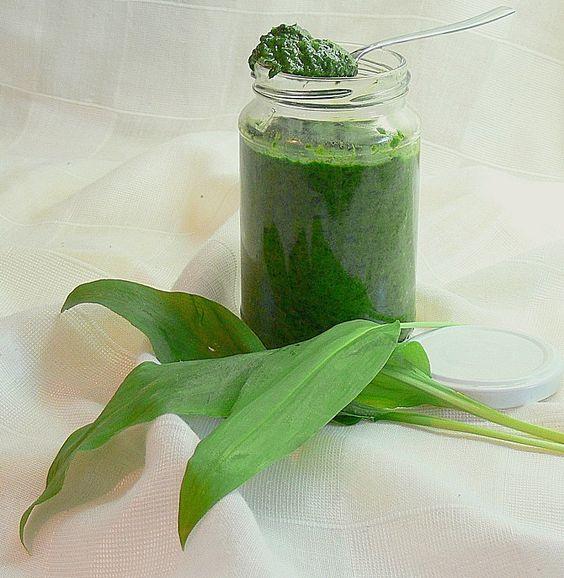 Bärlauch - Gewürzpaste***** sehr gut. Hält lange im Kühlschrank frisch und kann wie frischer Bärlauch verwendet werden!