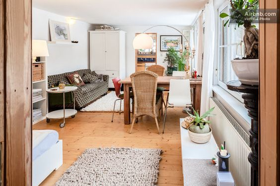 Beautiful romantic cityapartment in Wiesbaden _ Superbly decorated and amazing feel by a cute pond. Very calming and access to quiet walks, yet close to city centre. LIke
