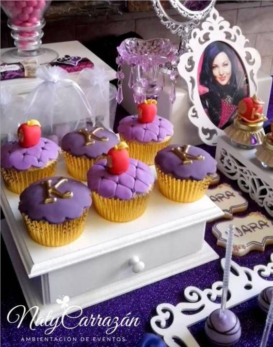 Disney Descendants Villains party - Cup Cake ideas. READ IT: http://grown-up-disney-kid.tumblr.com/post/131391331244/how-to-have-a-wickedly-evil-descendants-party: