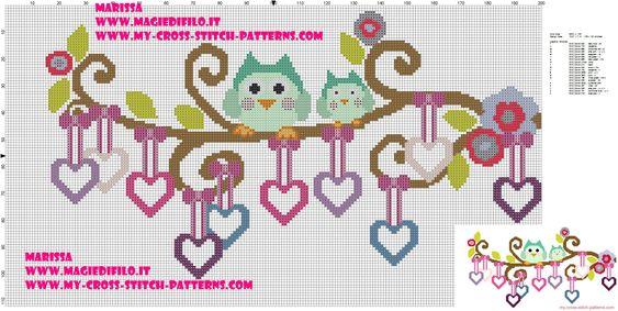 chouettes sur la branche avec pendentifs coeurs