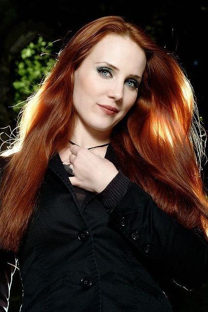 Simone Simons sexy red-headed female mezzo-soprano singer ...