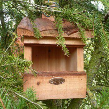 Il peut être aussi simple de réaliser soi-même un nichoir avec du bois de récupération que d'en acheter dans le commerce