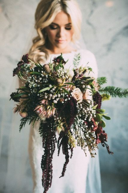 If this bouquet doesn't scream romantic, we are not sure what does. Amazing for that winter wedding.: