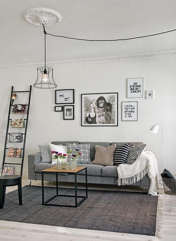 Sofá cinza e escada s2