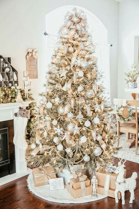Decor Ideas Crafts Aesthetic Gift Ideas Tree Ideas Decorations Wreaths Tree In 2020 Gold Christmas Tree Decorations Cool Christmas Trees Elegant Christmas Trees