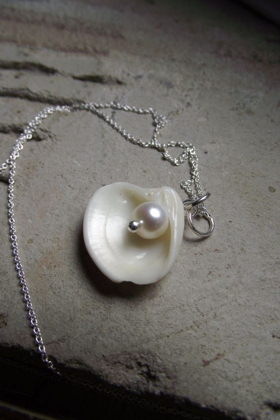 I love shells and pearls!: