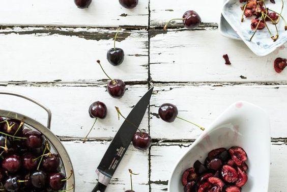 jetzt geht's ans eingemachte! kirschmarmelade mit rosmarin und einem hauch fleur de sel und gereiftem balsamcio, der perfekte begleiter zu käse