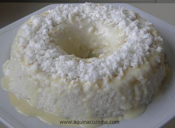 Aprenda a fazer essa receita de cuscuz de tapioca muito consumido na Bahia e no Rio de Janeiro.