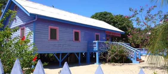 Zentralamerika, Belize, Haus am Strand in Placencia