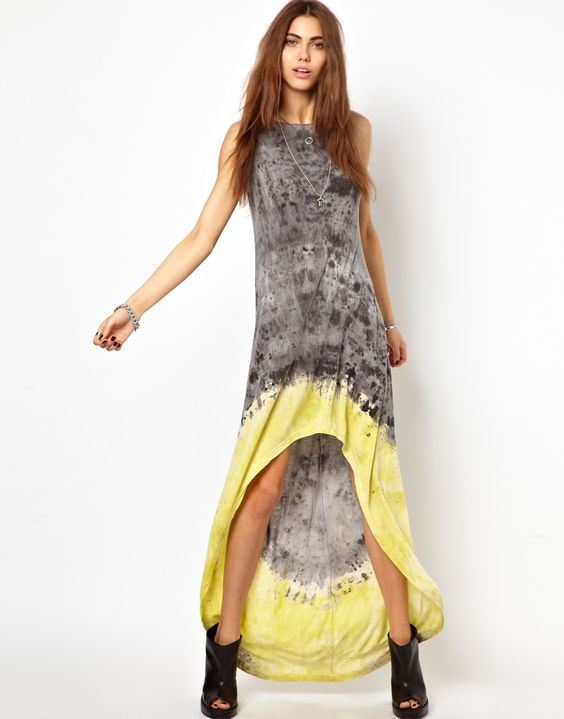 Tie dye maxi dress. Simples.