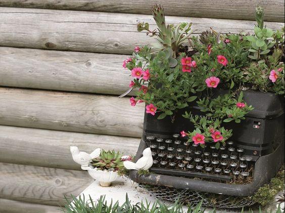 floreiras, móveis velhos