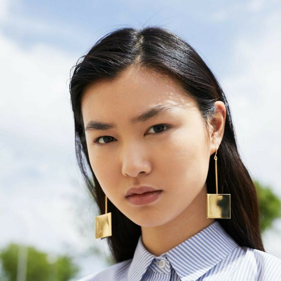 Structured earrings. Statement jewellery for minimalists.