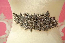 Stříbrné šperky drahokamu vyšívané křídla.  Valenzuela Majadahonda