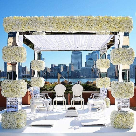 The way this unique mandap design blends in with the picturesque location! #mandap #weddingmandap #shaadisaga #weddingdecor #weddinginspo #mandapideas