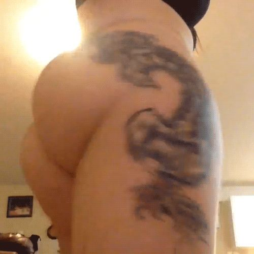 Webcam Model Booty Shakes And Fucks Herself