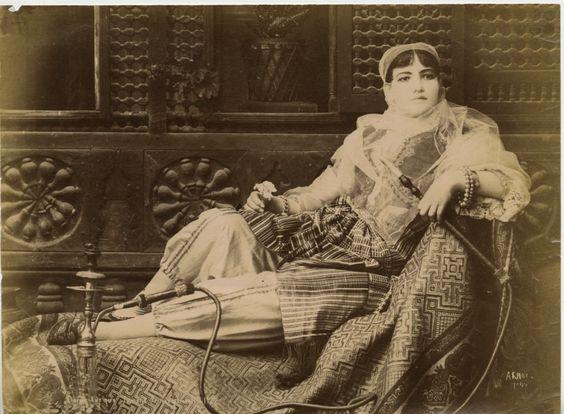 Yingce: Turkish girl with Nargilah in traditional Turkish...