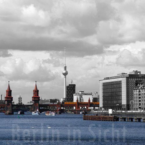 Berlin-Ansicht Oberbaumbrücke und Fernsehturm auf Acrylglas von Berlin in Sicht