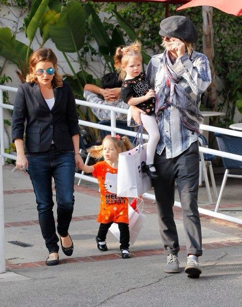 Addict Lisa Marie Presley Faces Double Loss Of Her Twins Lipstick Alley Michael lockwood and lisa marie presley with their girls, harper and finley, pose with elvis' nurse marian cocke at graceland, january 8th, 2015. addict lisa marie presley faces double