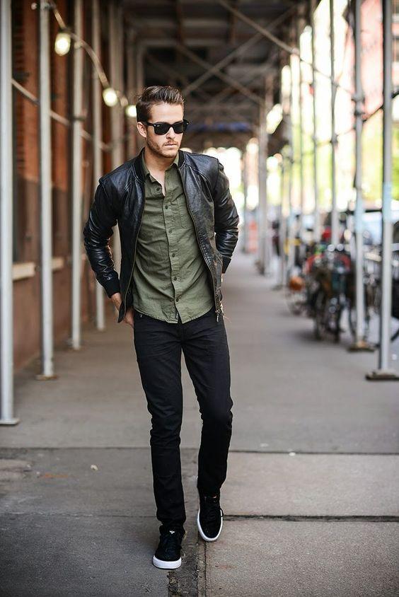 Acheter la tenue sur Lookastic: https://lookastic.fr/mode-homme/tenues/blouson-aviateur--jean-baskets-basses-lunettes-de-soleil/3299 — Lunettes de soleil noir — Blouson aviateur en cuir noir — Chemise à manches longues olive — Jean noir — Baskets basses noir et blanc