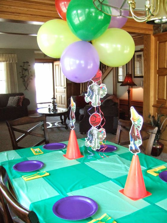 Jacobs family blog plants vs zombies birthday party it for Table zombies