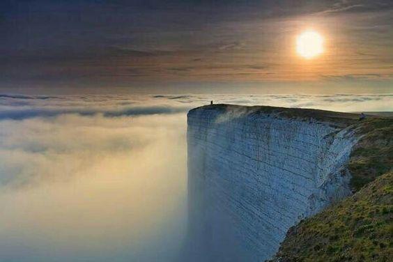 Beachy Head Chalk Cliff en el Sur de Inglaterra, conocido como: ''El Borde del mundo''
