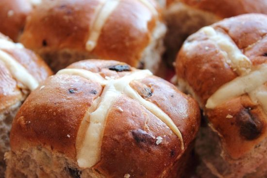 Hot cross buns, classic recipe for this timeless Easter treat