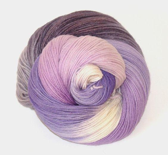"""Handgesponnen & -gefärbt - """"Veilchen"""" 100% Merino - handgefärbt - ein Designerstück von faserbunt bei DaWanda"""