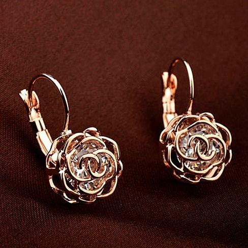Crystal in a Rose - Swarovski Elements Earrings, las rosas son bellas en cualquier material