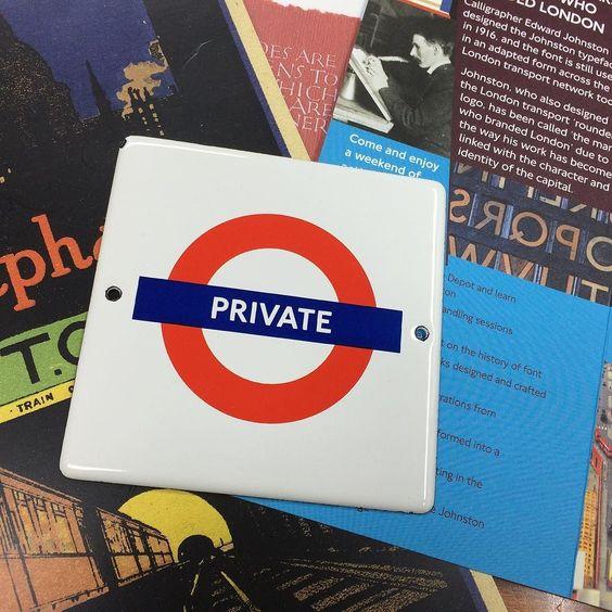 ロンドン在住の友人から贈られてきたロンドン地下鉄書体のグッズ28日のトークショーの参考にしよう