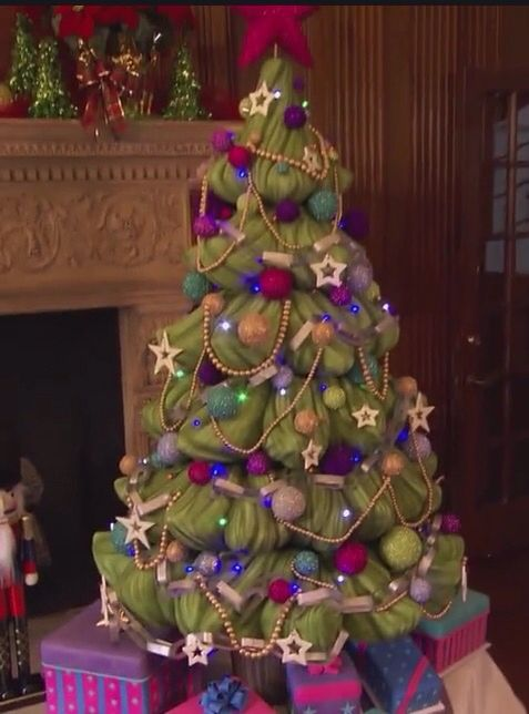 Incredible Life Size Christmas Tree Cake Every Piece And Decoration Is Easy Diy Christmas Decorations Tissureus