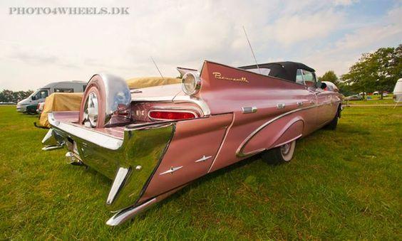 '59 Pontiac Bonneville with continental kit