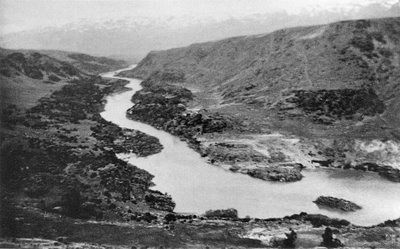 Roxburgh Gorge, Central Otago. Before the Roxburgh Dam was built. McKenzies beach down river. http://www.centralotagonz.com/lake-roxburgh-village