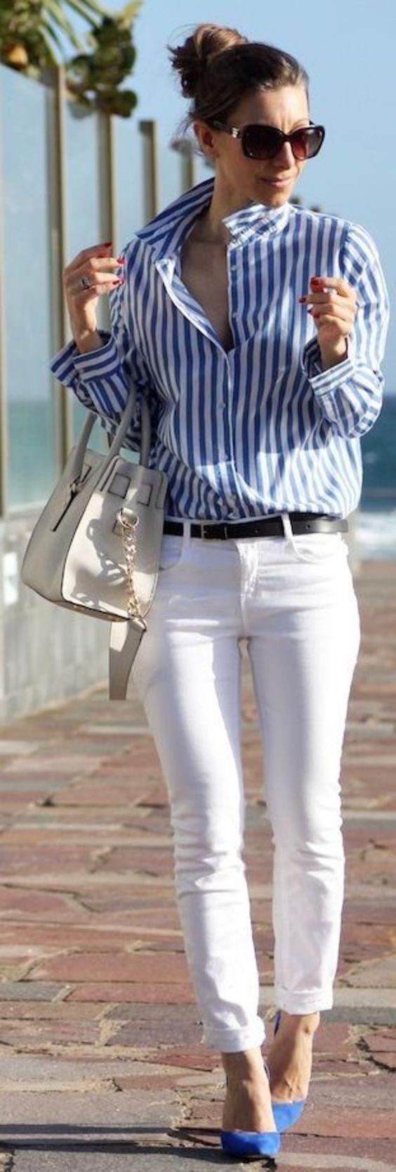Camisa de alfaiataria, listras do tipo risca de giz e cores básicas, como azul clarinho e branco: