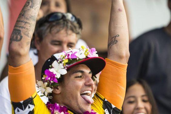 Emocionado, Gabriel Medina agradece brasileiros: 'Vibe positiva!'