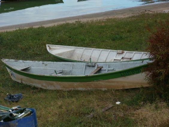 #rio #pasto #botes #basura #suciedad #abandono #dos #pares