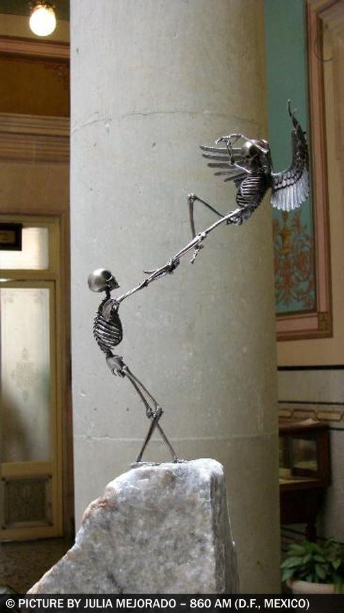 "Extraordinary sculptures by Saúl Hernández (from Guadalajara, Jalisco, Mexico). The ""208 OSEOsidades"" is a collection of 21 bronze sculptures of 21 centimeters in height. He uses the most common representation of death which is the human skeleton in a 1:8 scale replica of a real skeleton...:"