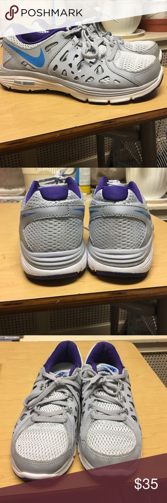 NIKE Dual Fusion Gently used NIKE dual fusion sneakers Nike Shoes Sneakers