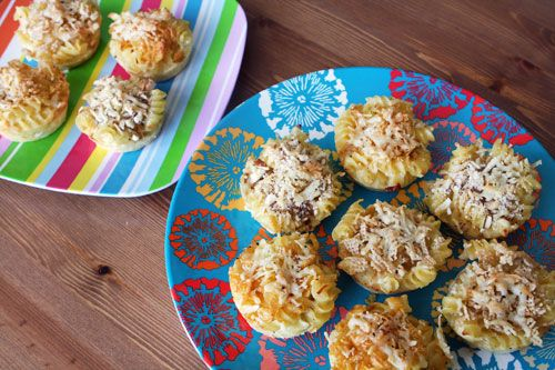 Mac and Cheese Muffins from Brit (http://punchfork.com/recipe/Mac-and-Cheese-Muffins-Brit)