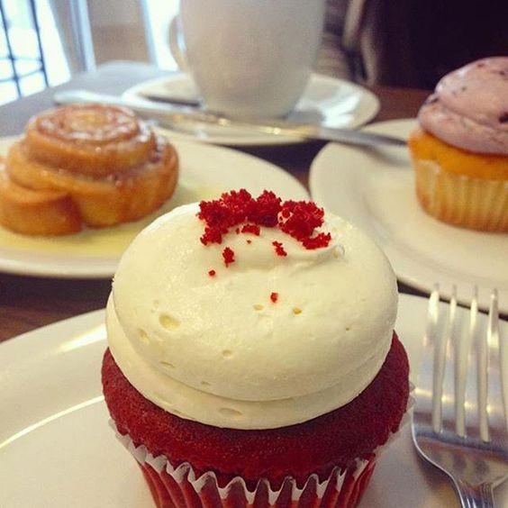 Porque no hay deuda que no se pague 😂, ¡Nos encantó  recibirlas  @nilesisima y @mafdaraya! 😬😊✌🏻️✨ ・・・ ¡FELIZ! 😻 Nos juntamos por fin con @mafdaraya lindaaaaA ganadora del concurso en @cupcakestheshop 🌟✨💘 Y fue una rica oncecita con red velvet ❤️ flechada estoy. Agradecida de este día colosalmente bonito 😋  #foodporn #foodie  Yummery - best recipes. Follow Us! #foodporn