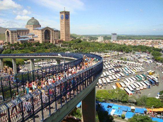 A cidade de #Aparecida #SP fica a 160km de #SãoPaulo. Conhecida pelo Santuário de Nossa Senhora Aparecida http://bit.ly/2ehptET