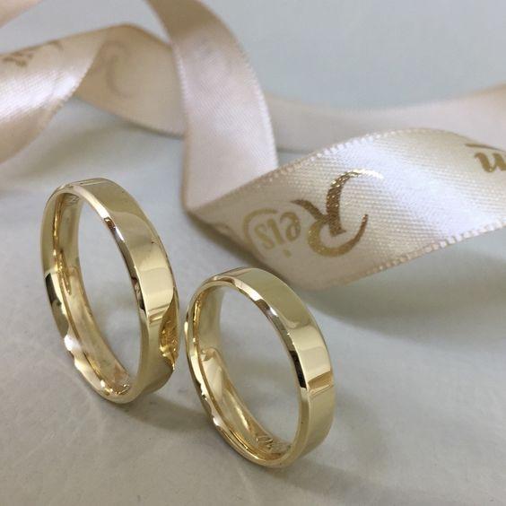 Alianças de Casamento em Ouro 18k Marca Reisman - modelo Chuí 4mm Disponível em www.reisman.com.br