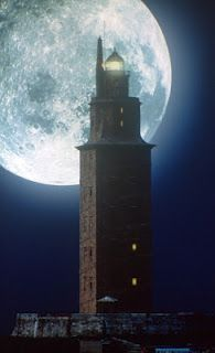 Torre de Hércules por la noche. A Coruña (España)